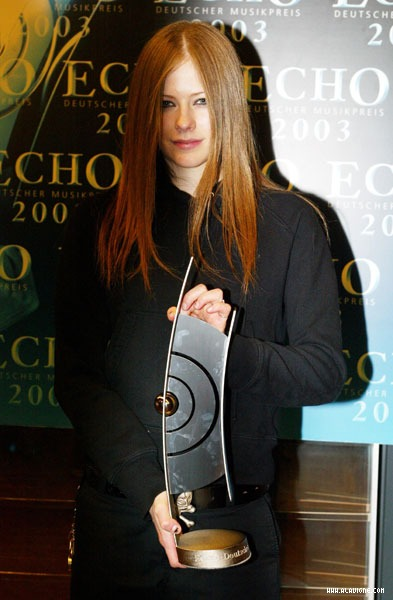 echo-awards10.jpg (62586 bytes) Avril Lavigne